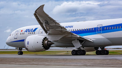 JA825A - ANA - All Nippon Airways Boeing 787-8 Dreamliner