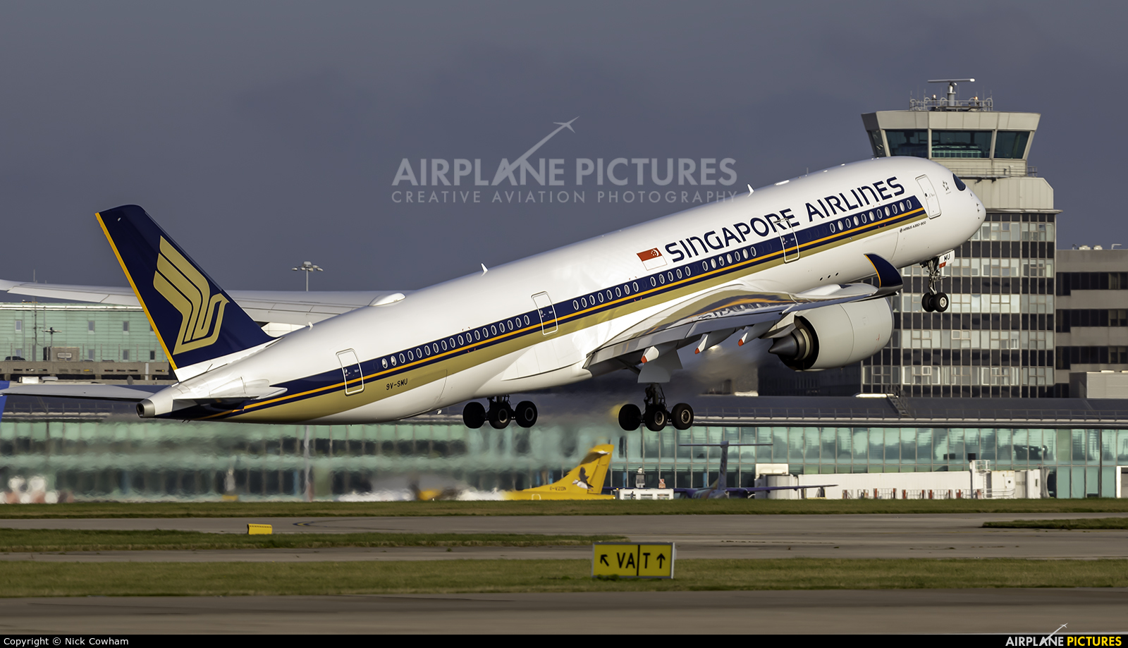 Singapore Airlines 9V-SMU aircraft at Manchester