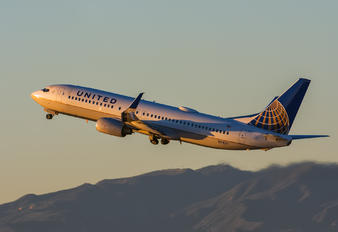 N78511 - United Airlines Boeing 737-800
