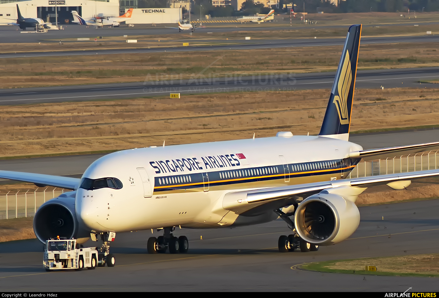 Singapore Airlines F-WZFZ aircraft at Toulouse - Blagnac
