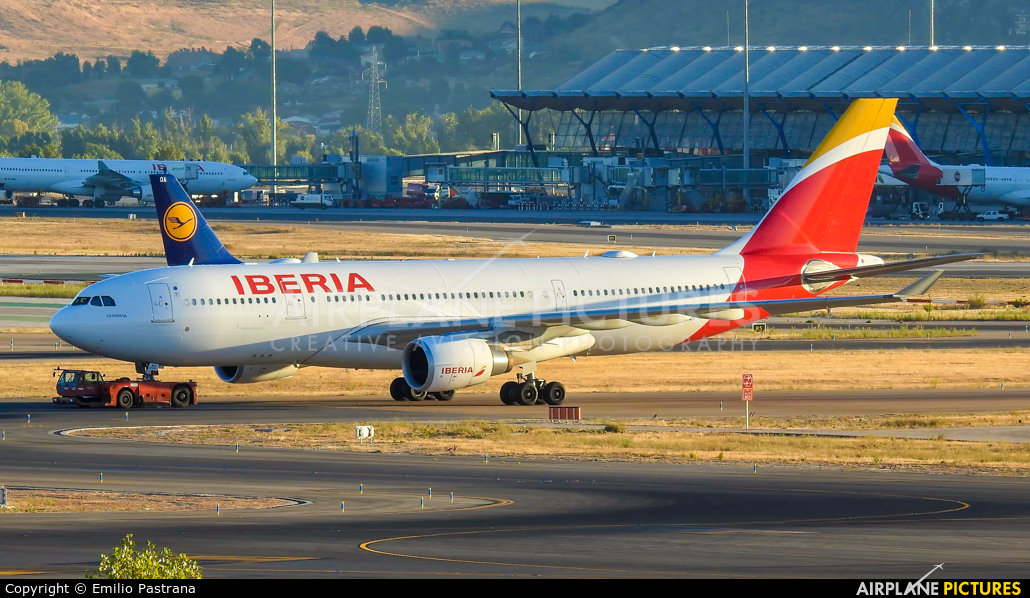Iberia EC-MJT aircraft at Madrid - Barajas