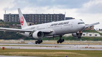 JA751J -  Boeing 777-300