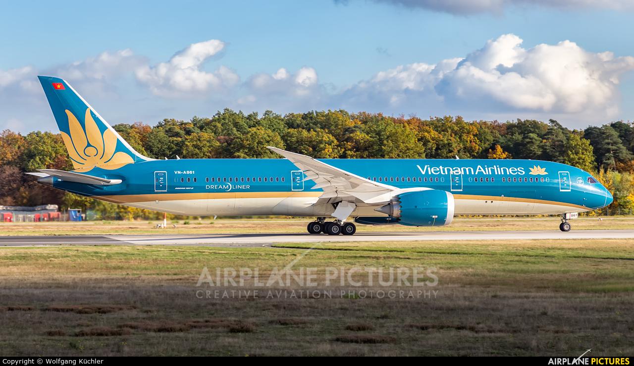 Vietnam Airlines VN-A861 aircraft at Frankfurt