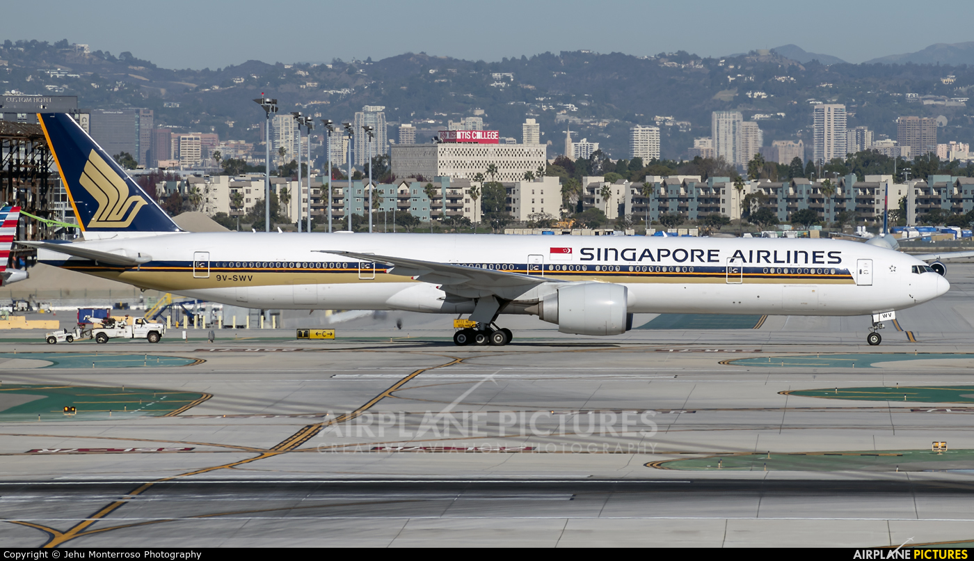 Singapore Airlines 9V-SWV aircraft at Los Angeles Intl