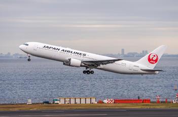 JA8986 - JAL - Japan Airlines Boeing 767-300ER