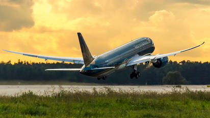 VN-A869 - Vietnam Airlines Boeing 787-9 Dreamliner