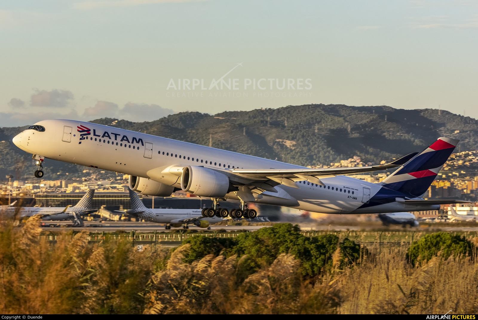 Qatar Airways A7-AMA aircraft at Barcelona - El Prat