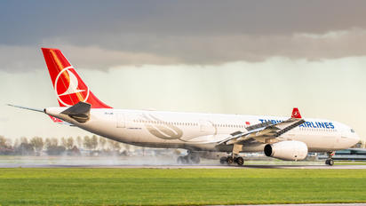 TC-LOE - Turkish Airlines Airbus A330-300