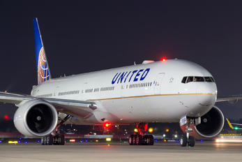 N2333U - United Airlines Boeing 777-300ER