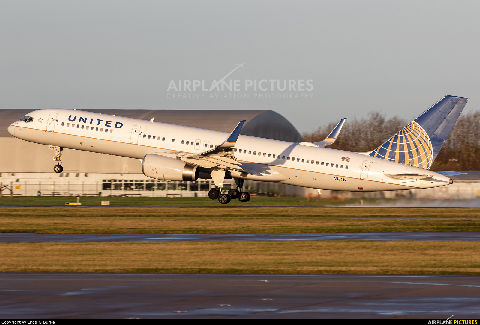United Airlines N18112 aircraft at Manchester