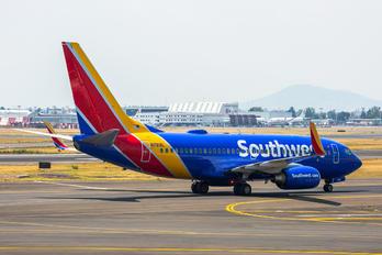 N78I8L - Southwest Airlines Boeing 737-700