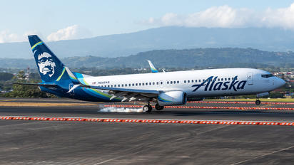 N592AS - Alaska Airlines Boeing 737-800