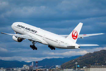JA772J - JAL - Japan Airlines Boeing 777-200