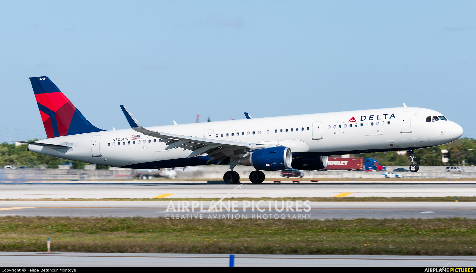 Delta Air Lines N305DN aircraft at Fort Lauderdale - Hollywood Intl