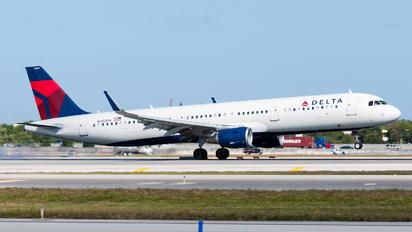 N305DN - Delta Air Lines Airbus A321