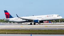 Delta Air Lines N305DN image