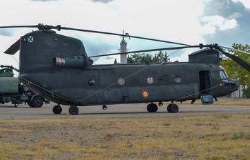 T-17-17 - Spain - Army Boeing CH-47D Chinook