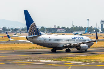 N33714 - United Airlines Boeing 737-700