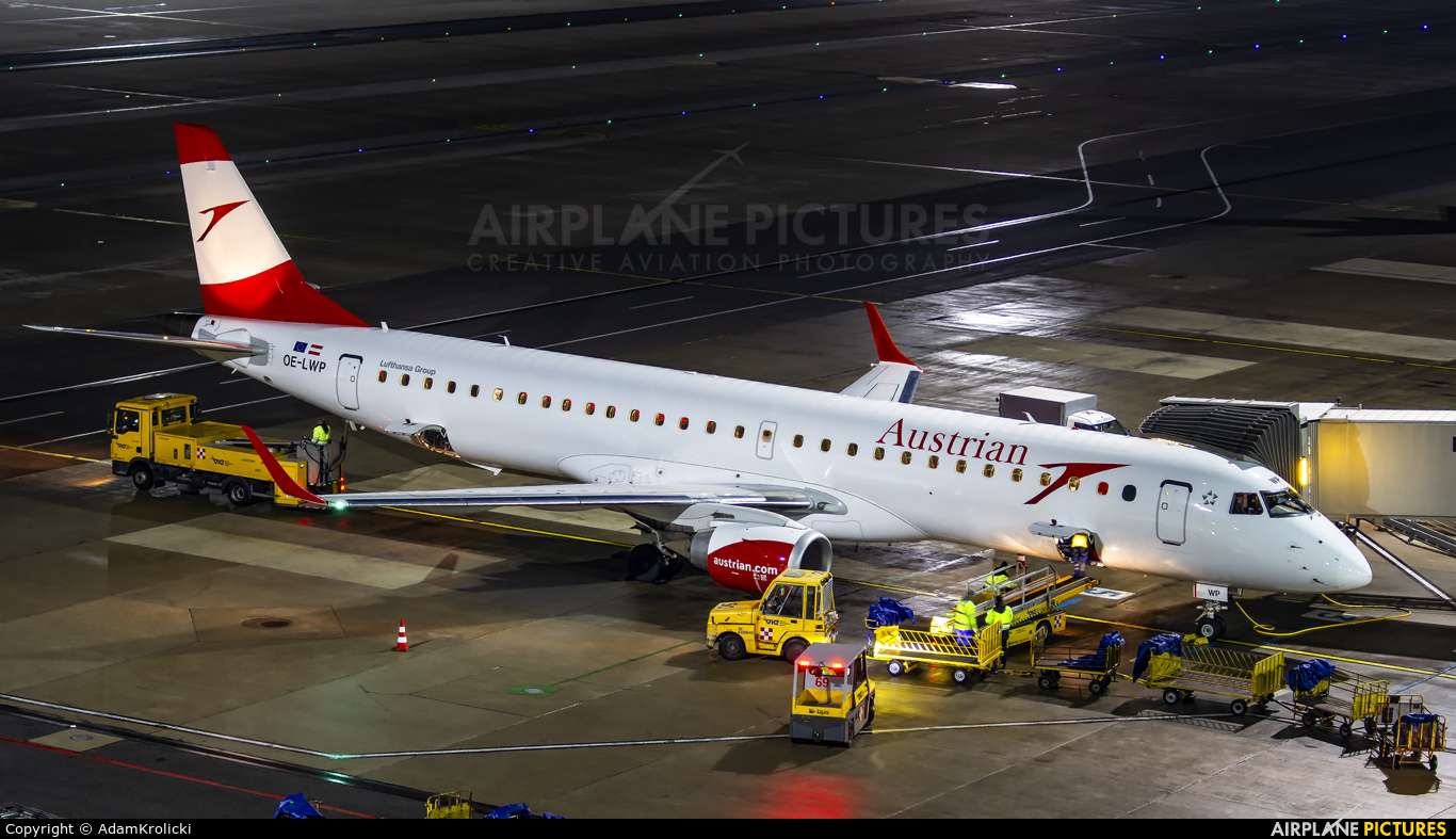 Austrian Airlines/Arrows/Tyrolean OE-LWP aircraft at Vienna - Schwechat