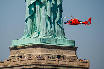 6559 - USA - Coast Guard Aerospatiale MH-65C Dolphin