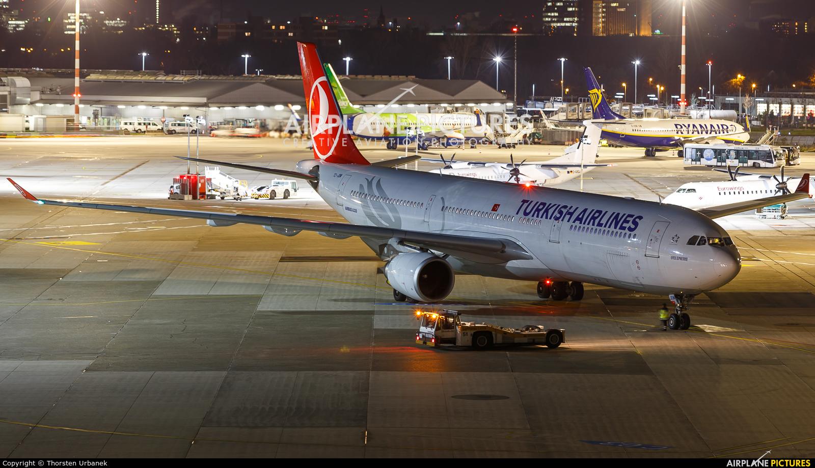 Turkish Airlines TC-JOM aircraft at Düsseldorf