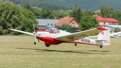 OE-9068 - Private Scheibe-Flugzeugbau SF-25 Falke
