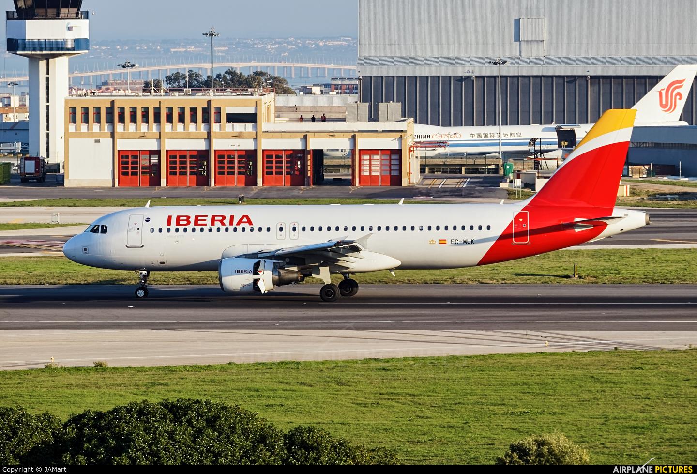 Iberia EC-MUK aircraft at Lisbon