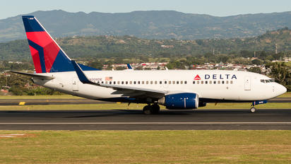 N308DE - Delta Air Lines Boeing 737-700