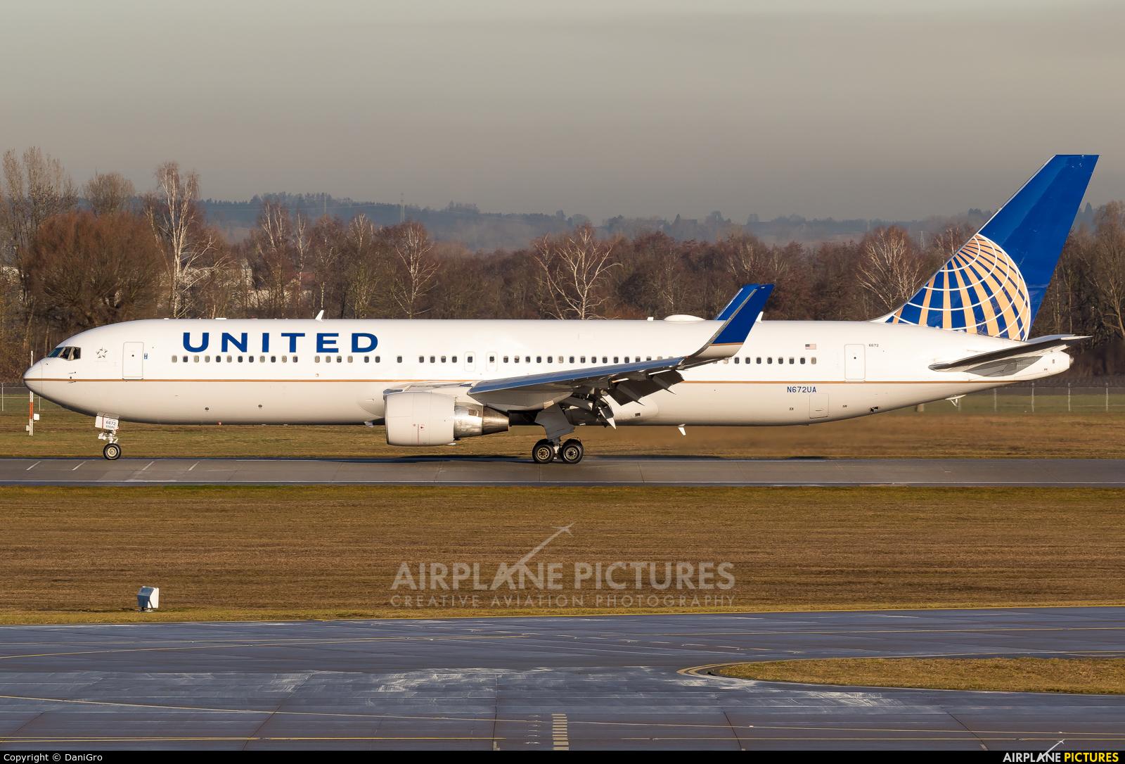United Airlines N672UA aircraft at Munich