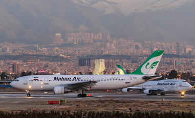 EP-MMO - Mahan Air Airbus A300