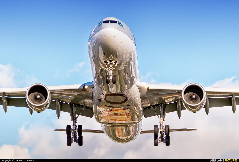 Qatar Airways A7-AEA aircraft at London - Heathrow