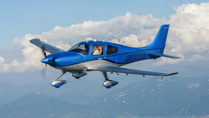 OK-COM - Private Cirrus SR-22 -GTS