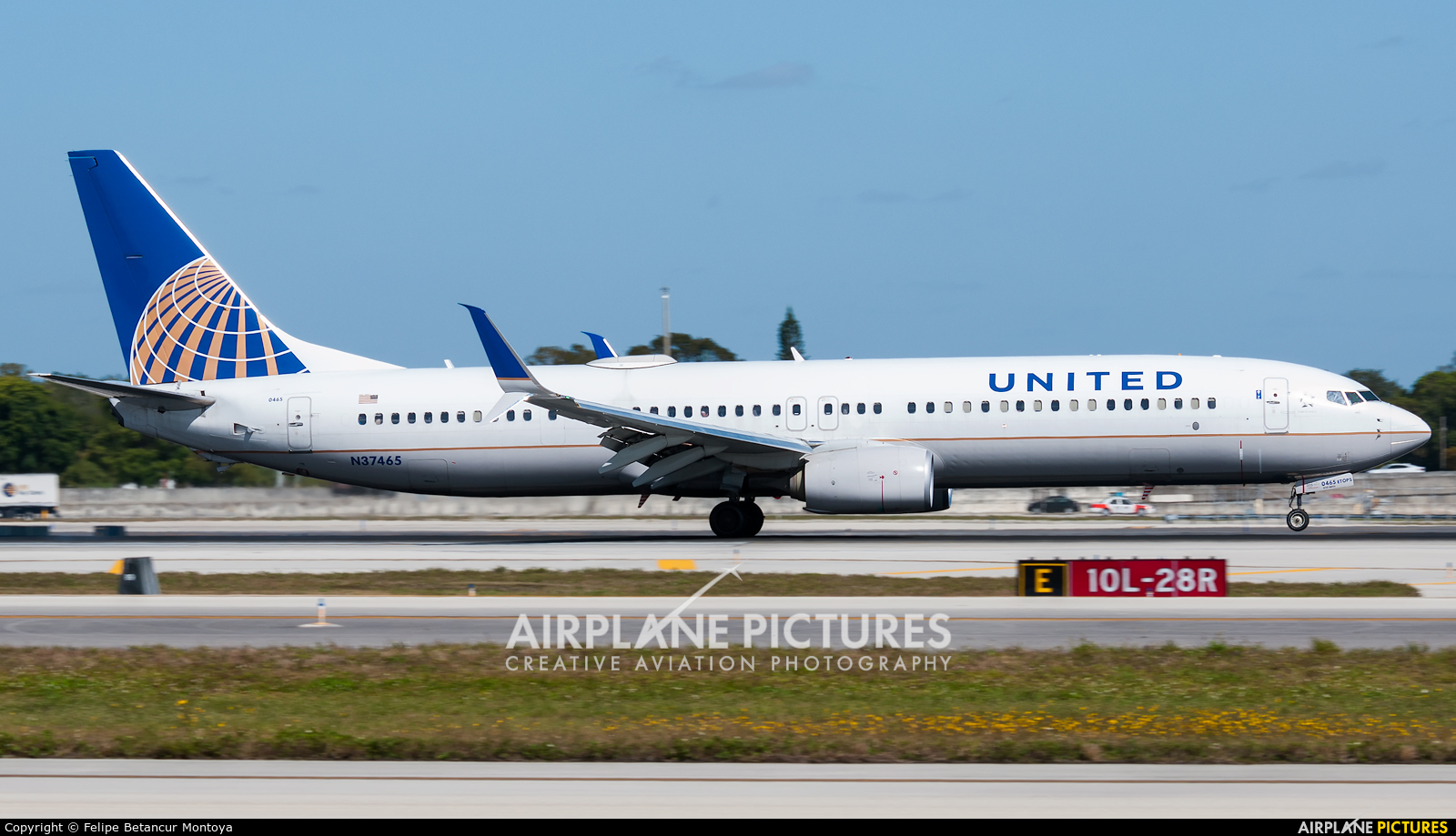 United Airlines N37465 aircraft at Fort Lauderdale - Hollywood Intl