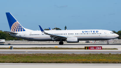 N37465 - United Airlines Boeing 737-900ER
