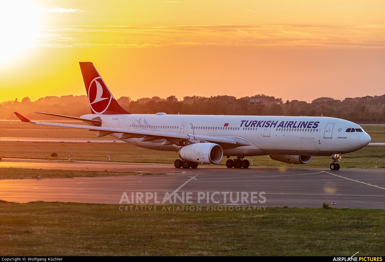 Turkish Airlines TC-JNP aircraft at Düsseldorf
