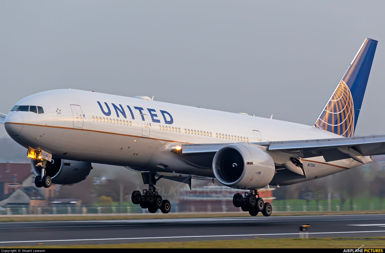 United Airlines N77014 aircraft at Brussels - Zaventem