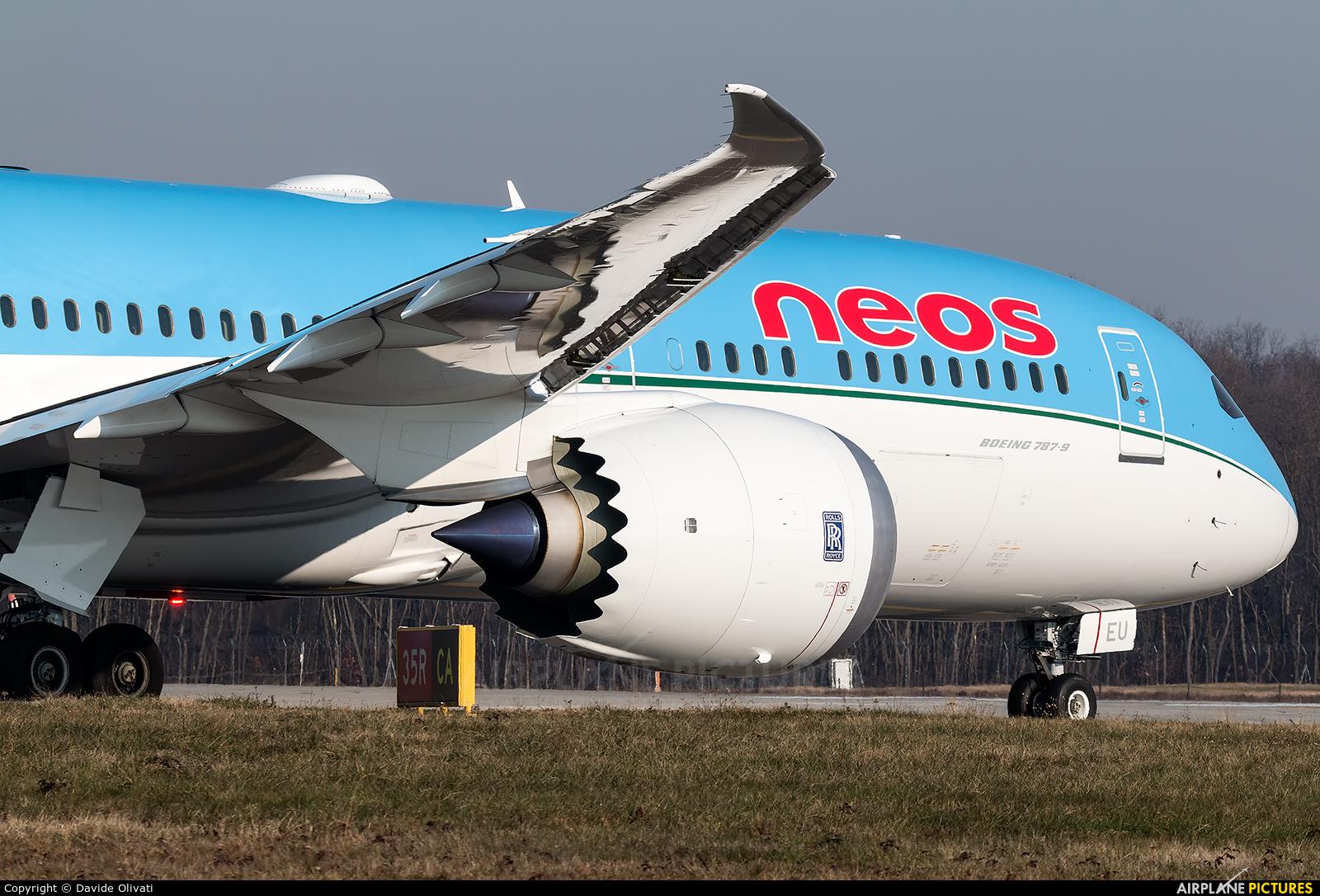 Neos EI-NEU aircraft at Milan - Malpensa