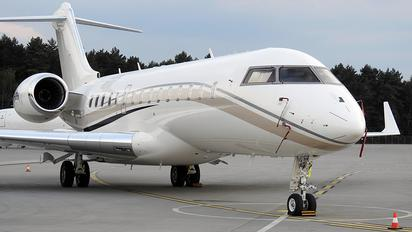 VH-UPH - Private Bombardier BD700 - Global 7000