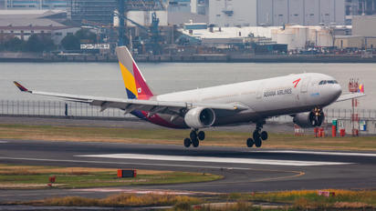 HL7793 - Asiana Airlines Airbus A330-300