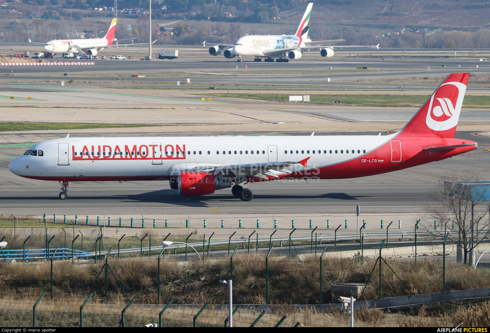 LaudaMotion OE-LCG aircraft at Madrid - Barajas