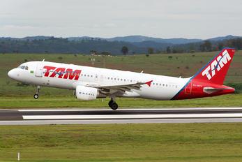 PR-MYV - TAM Airbus A320