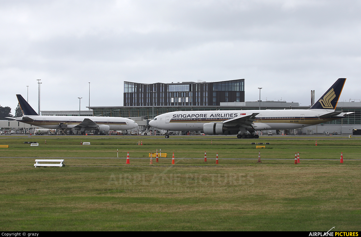 Singapore Airlines 9V-SVE aircraft at Christchurch Intl