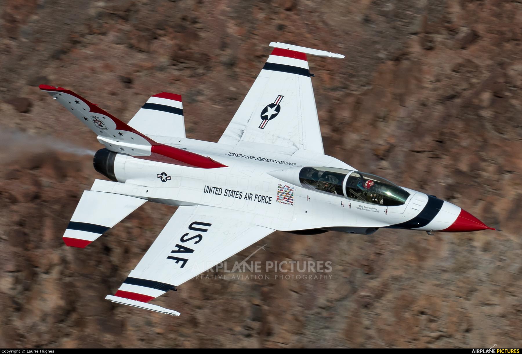 USA - Air Force : Thunderbirds - aircraft at Rainbow Canyon - Off Airport