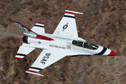 - - USA - Air Force : Thunderbirds General Dynamics F-16B Fighting Falcon aircraft