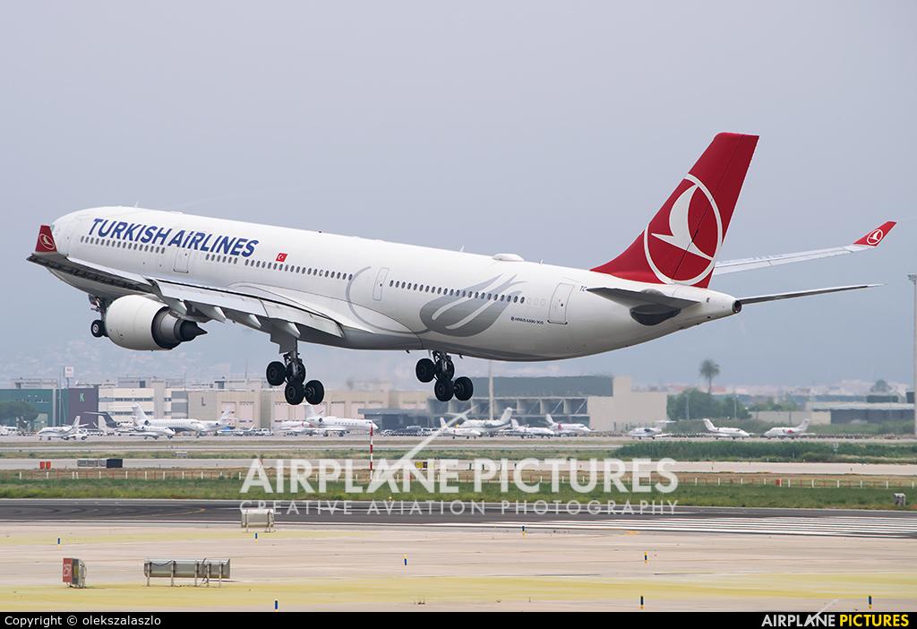 Turkish Airlines TC-JNS aircraft at Barcelona - El Prat