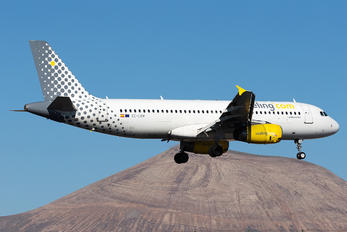 EC-LRM - Vueling Airlines Airbus A320