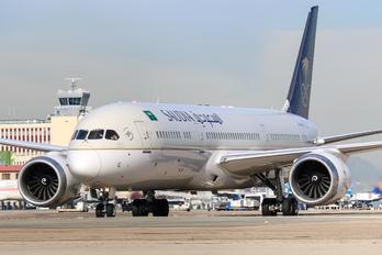 HZ-ARG - Saudi Arabian Airlines Boeing 787-9 Dreamliner