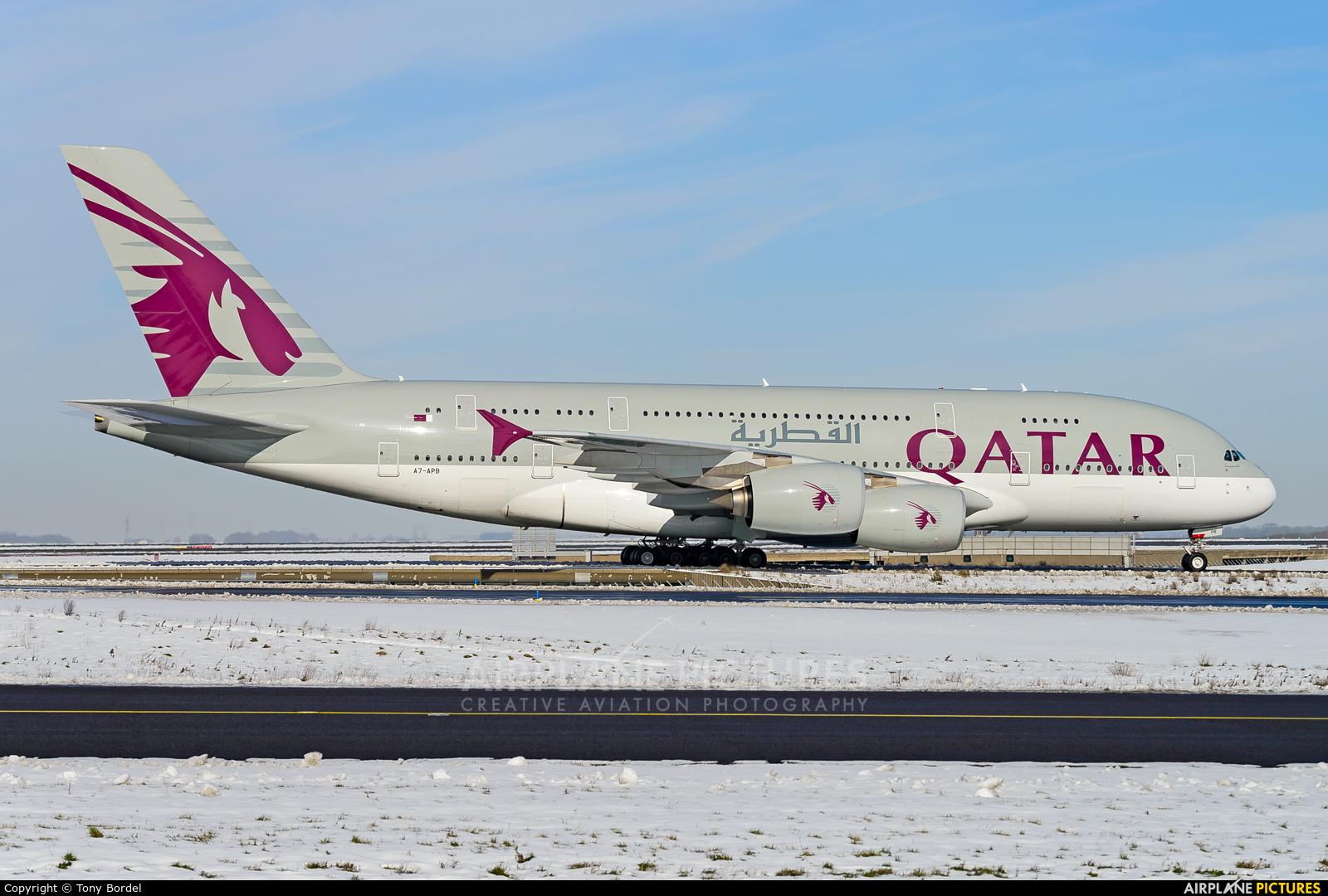 Qatar Airways A7-APB aircraft at Paris - Charles de Gaulle
