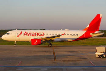 PR-AVU - Avianca Brasil Airbus A320