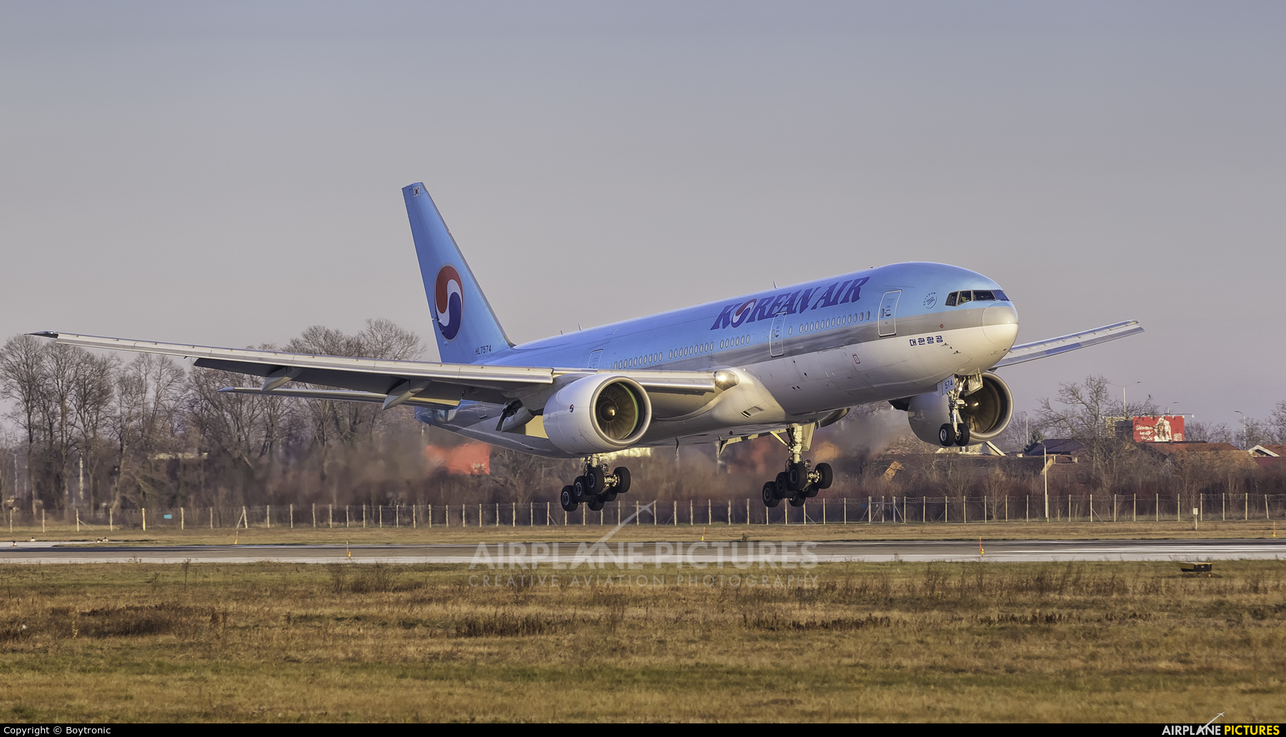 Korean Air HL7574 aircraft at Zagreb